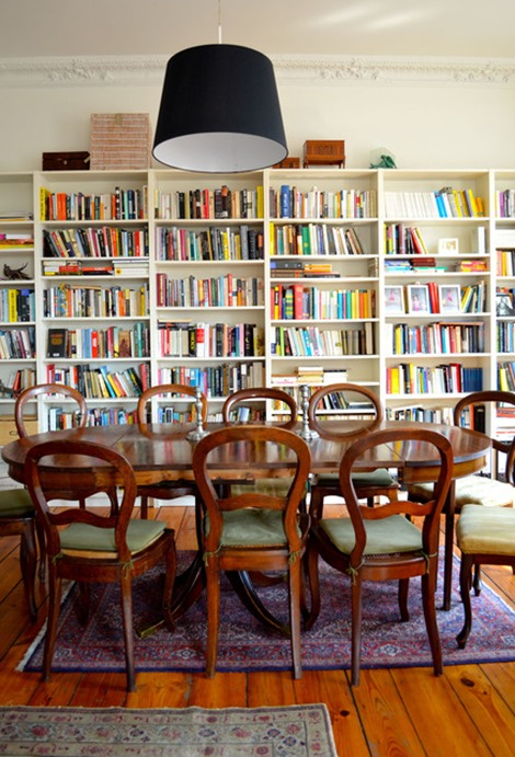 bookshelves-in-dining-room-apt-therapy