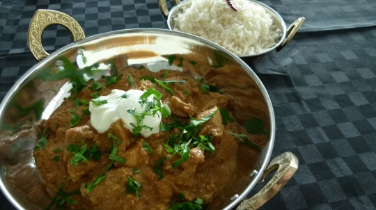 MissFoodFairy's butter chicken in serving dishes (2)