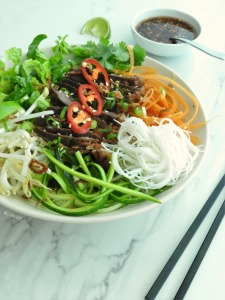 Asian beef & noodle salads bowls | Miss Food Fairy
